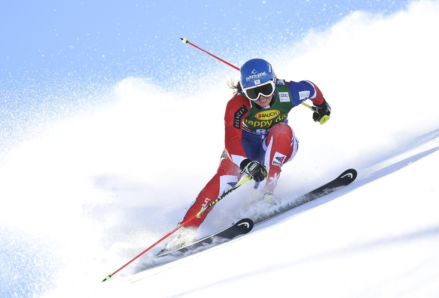 Alexandra Tilley de Gran Bretaña compitió durante la primera carrera de slalom gigante de las damas del esquí Copa del Mundo FIS en Solden, Austria. AFP