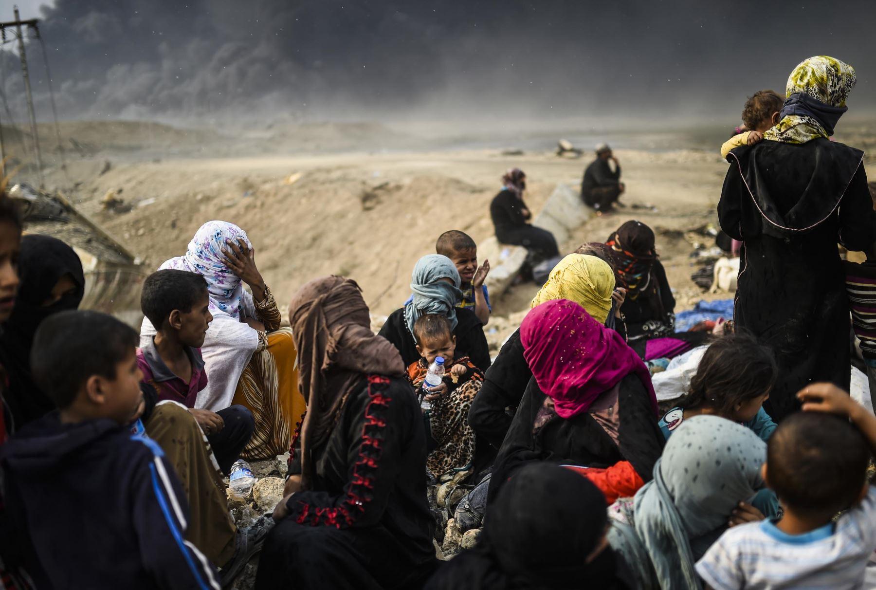 Familias iraquíes desplazadas vuelven a tomar la ciudad de Mosul. Foto: AFP