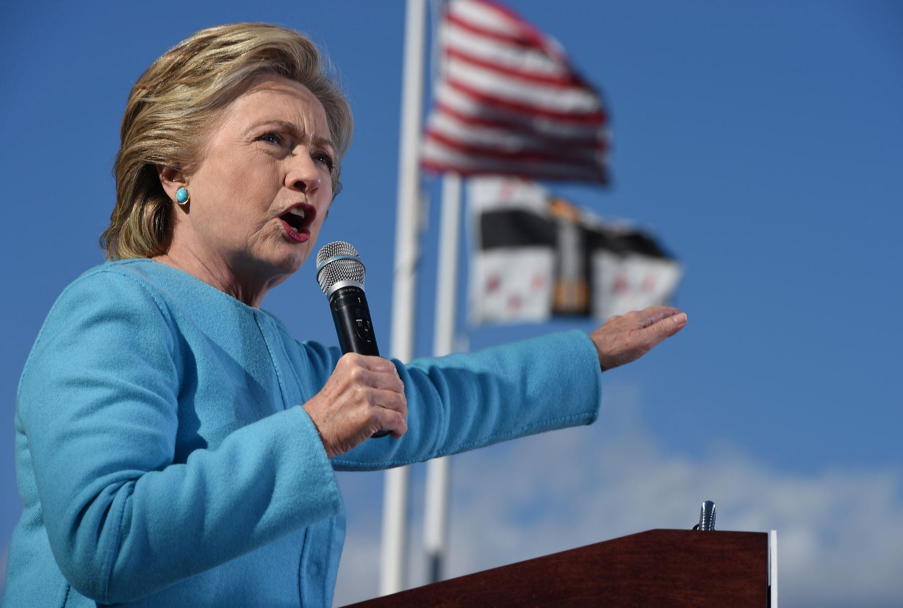 La candidata presidencial estadounidense Hillary Clinton habla en una reunión en San Anselm College. Foto: AFP