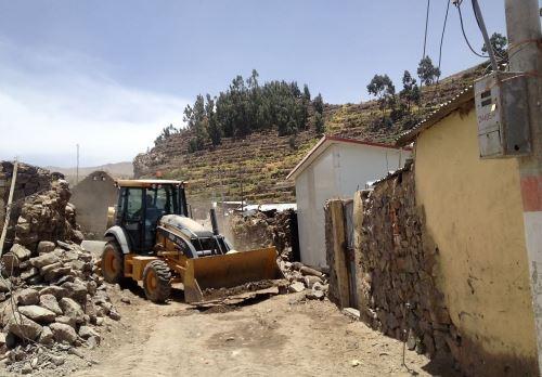 Se iniciaron los trabajos de reconstrucción en los poblados afectados por el sismo en Caylloma, en Arequipa. ANDINA/Rocío Méndez