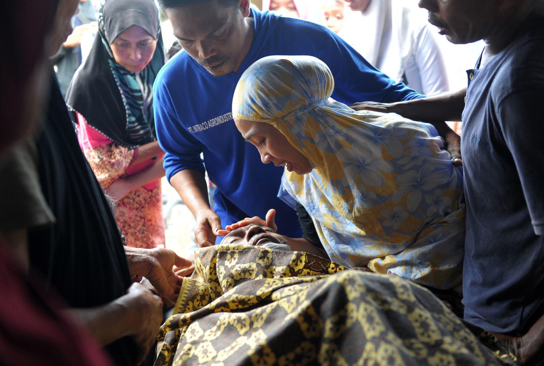 Al menos 97 personas murieron en un potente sismo que golpeó el miércoles la isla indonesia de Sumatra. Foto: AFP