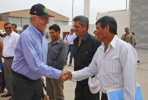 Presidente Pedro Pablo kuczynski, sobrevuela el Valle del Tambo, donde se construirá la presa Peña Negra. Foto:ANDINA/ Prensa Presidencia