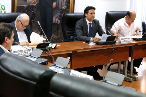 Congresista Daniel Salaverry preside comisión que investiga contratos y licitaciones de obras públicas realizadas durante la gestión de Ollanta Humala.
