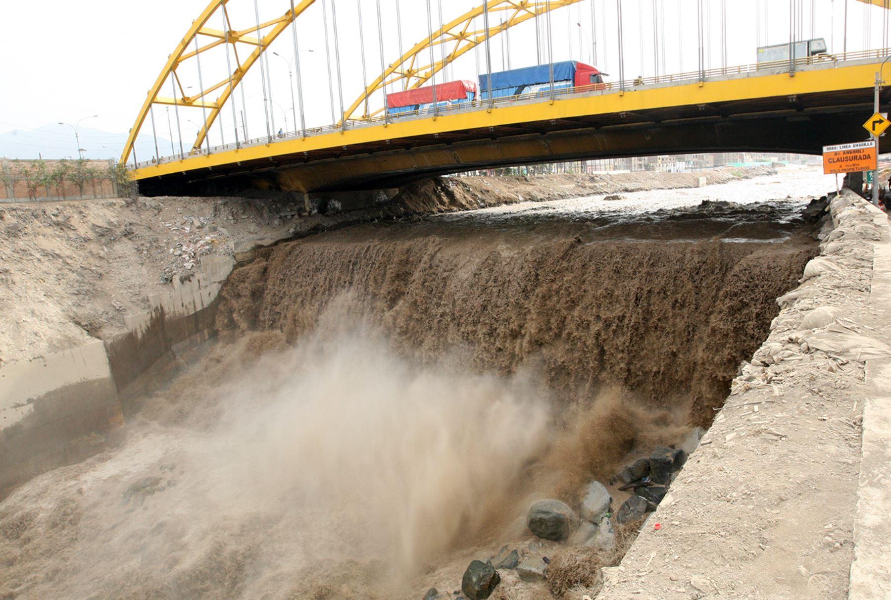 Peru: Heavy floods, landslides affect thousands of citizens