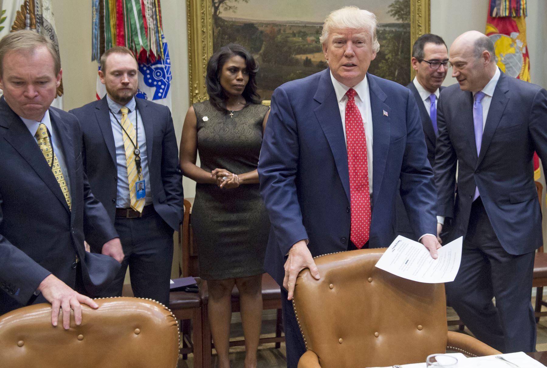 El Presidente de los Estados Unidos, Donald Trump, se reúne por el presupuesto federal en la Sala Roosevelt de la Casa Blanca en Washington. Foto: AFP
