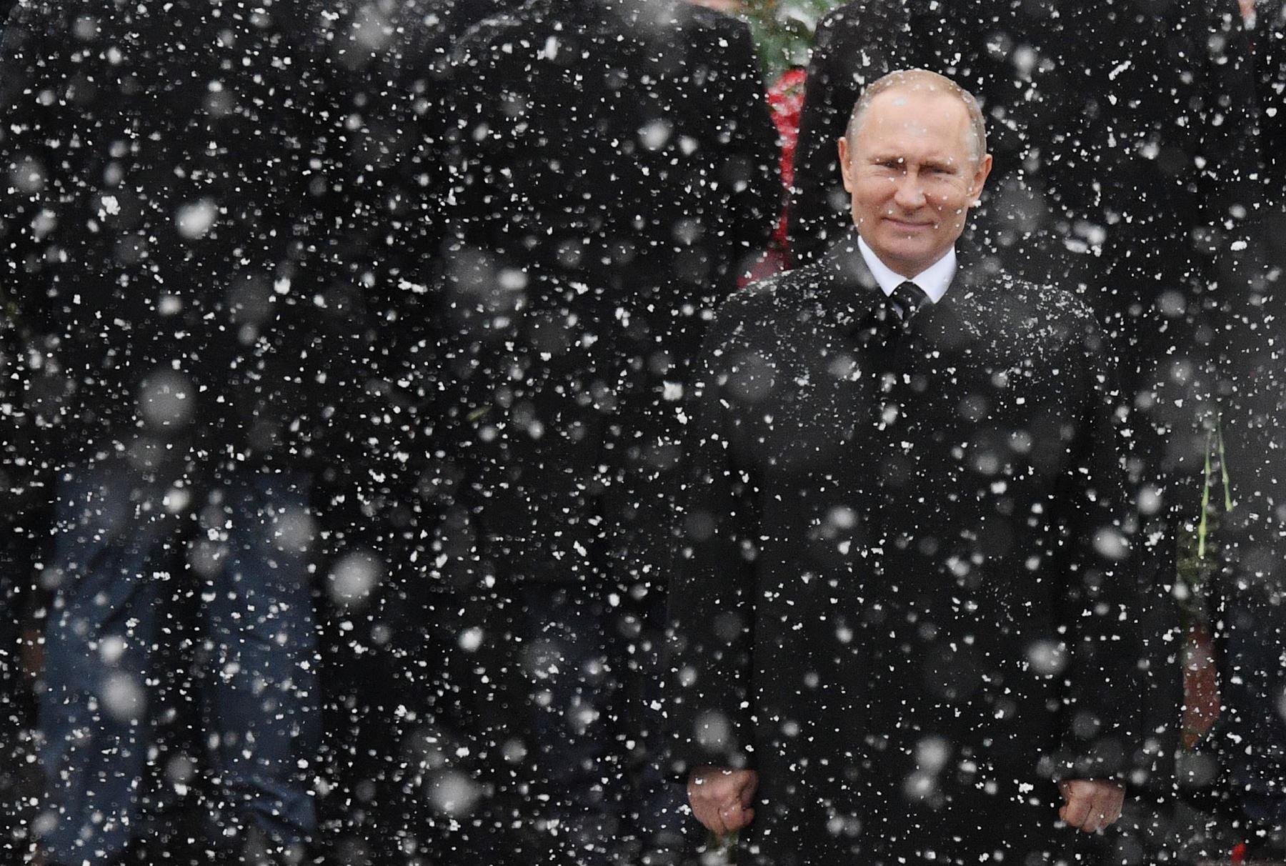 El Presidente ruso Vladimir Putin asiste al homenaje del Soldado Desconocido en el Kremlin. Foto: AFP