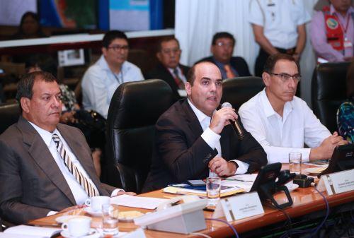 LIMA, PERÚ - FEBRERO 27.  El presidente del Consejo de Ministros, Fernando Zavala, preside una sesión informativa del Centro de Operaciones de Emergencia Nacional (COEN).  Foto: ANDINA/Norman Córdova
