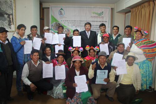 Minagri firmó convenios con 13 organizaciones agrarias en la ciudad de Puno.