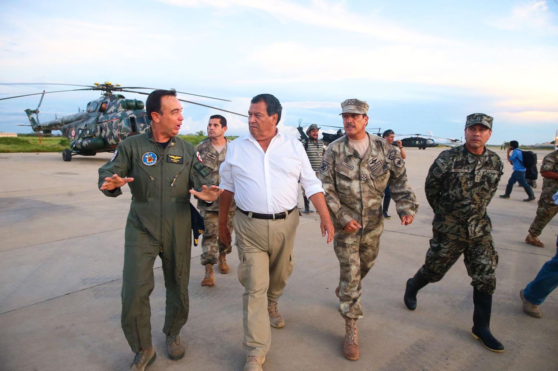 PIURA PERÚ MARZO 22,Ministro de Defensa Jorge Nieto sobrevuela la ciudad de Piura para inspecionar las  zonas afectadas por las lluvias.Foto: ANDINA/Carlos Lezama