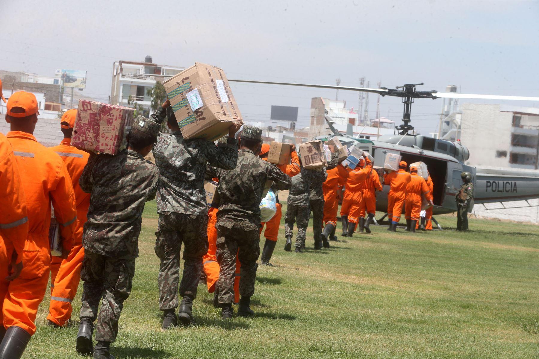 LIMA,PERÚ-MARZO 24. Con puente aéreo llevan ayuda humanitaria a zona altas del distrito de Quenocay Yauyos y evacúan afectados por huaico. Foto: ANDINA/Vidal Tarqui