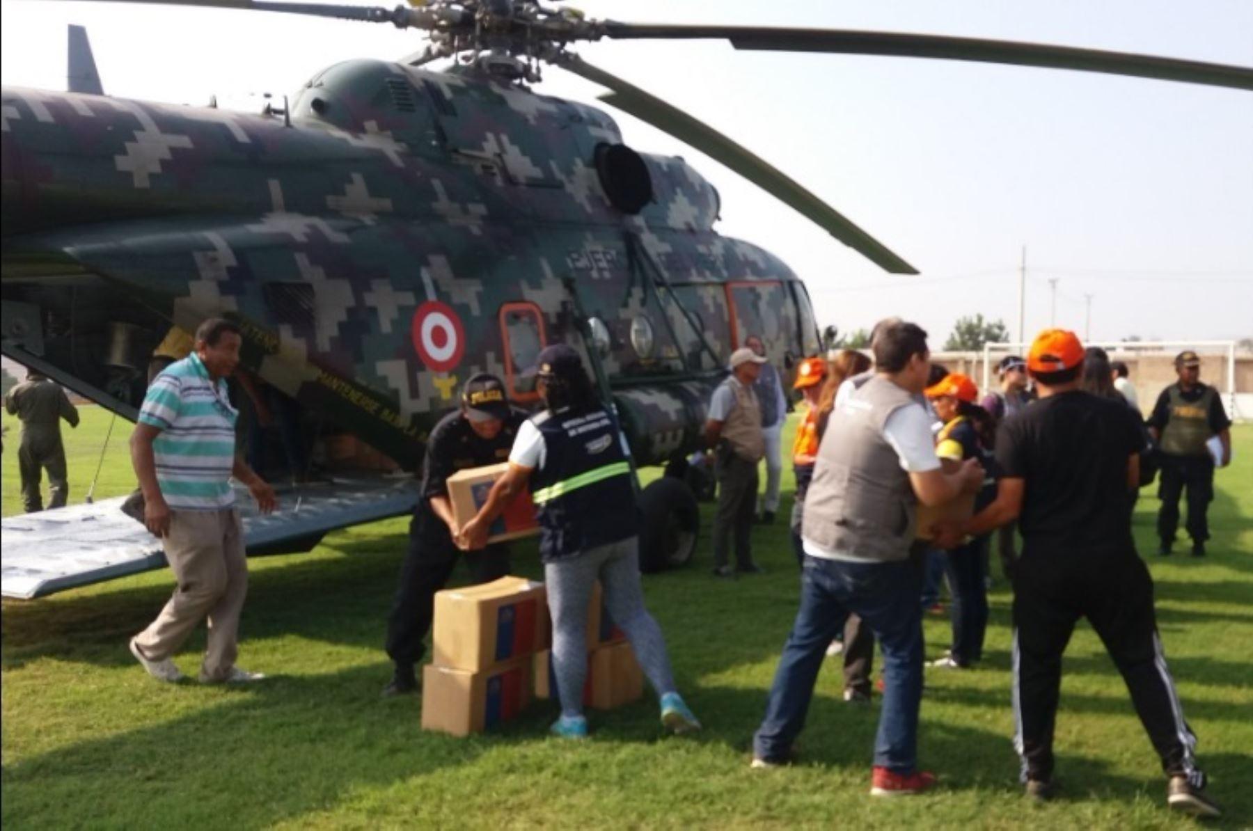 Resultado de imagen para Ministro Thorne distribuye alimentos a damnificados en zonas de Huaral