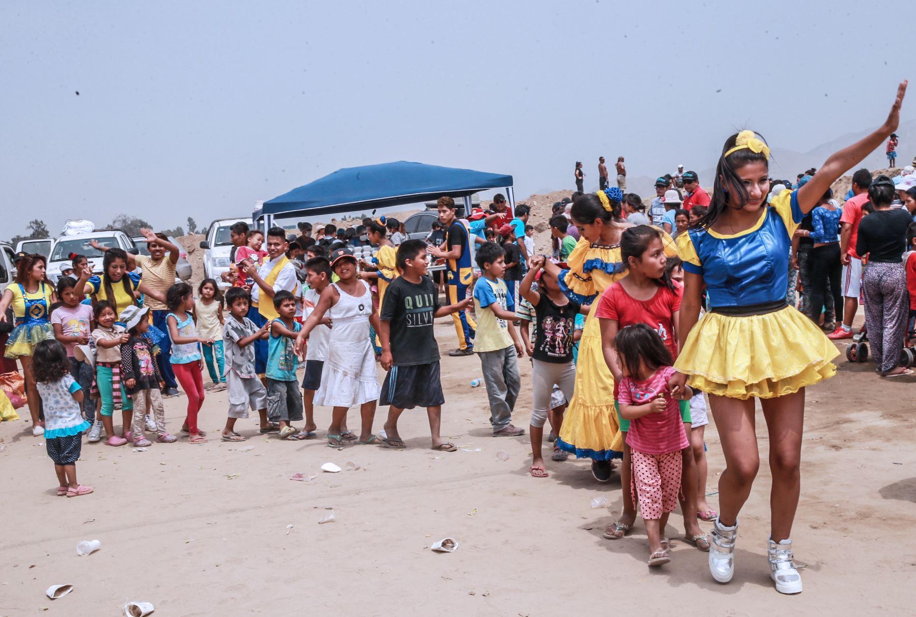 LIMA,PERÚ-MARZO 25. Damnificados de los huaicos  en los Alamos, Carapongo. en Foto: ANDINA/ Norman Cordova