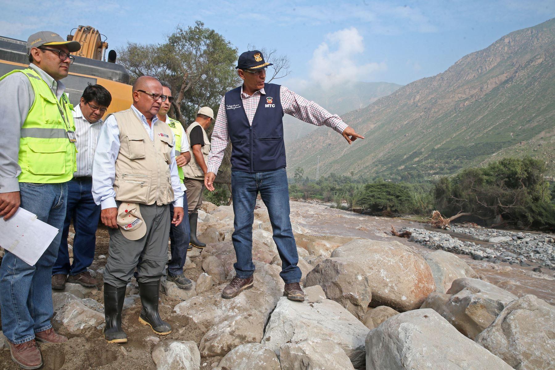 LIMA,PERÚ-MARZO 26. Ministro de Transportes y Comunicaciones, Martín Vizcarra, sobrevuela la cuenca del río Rímac y la carretera Central hasta la zona de Huarochirí. Foto: ANDINA/Vidal Tarqui