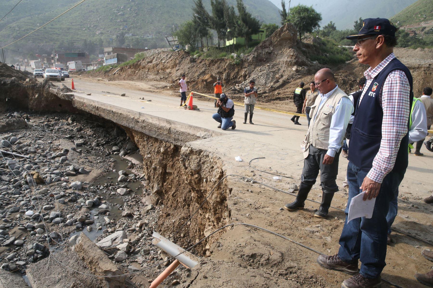 El ministro de Transportes y Comunicaciones, Martín Vizcarra, inspecciona la cuencia del río Rímac y sobrevuela la carretera Central hasta la zona de Huarochirí.ANDINA/Vidal Tarqui