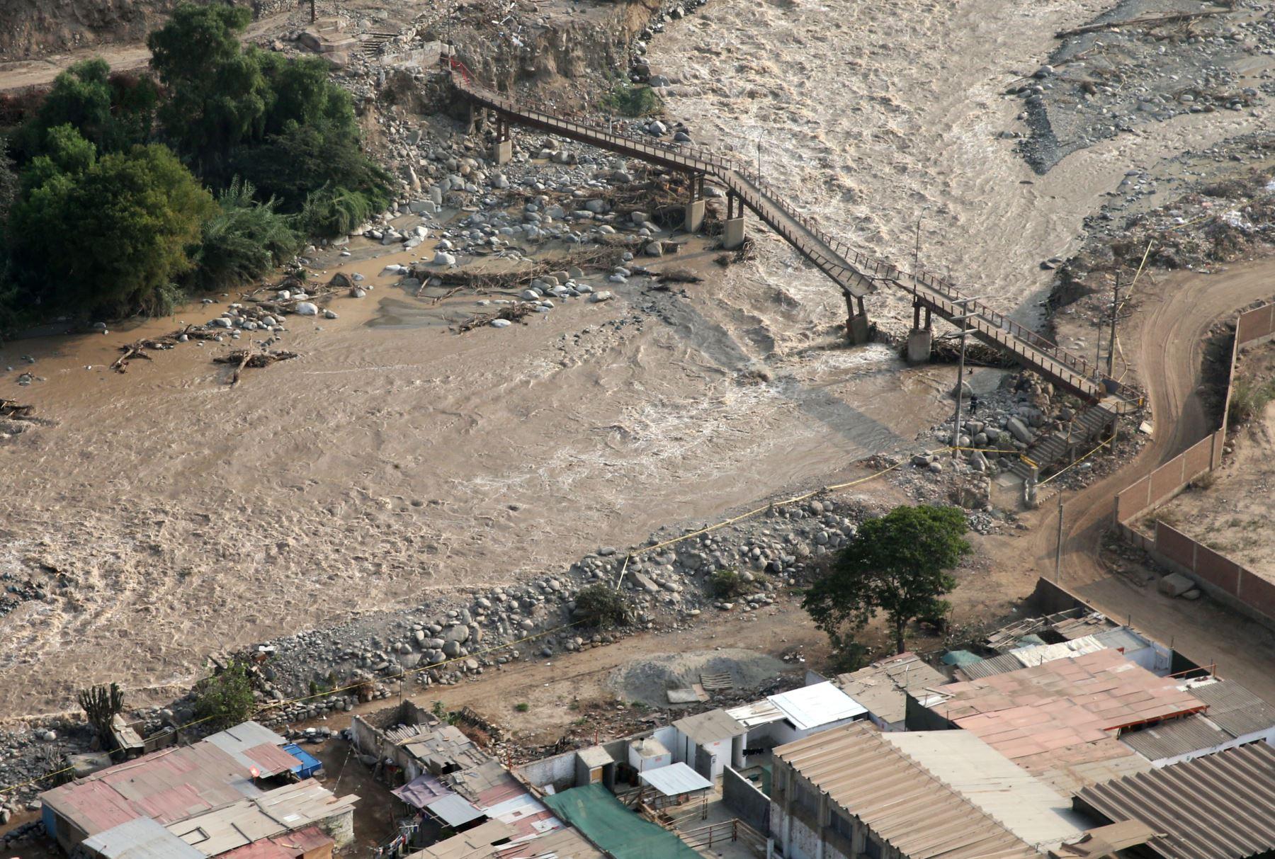 LIMA,PERÚ-MARZO 226. Ministro de Transportes y Comunicaciones, Martín Vizcarra, sobrevuela la cuenca del río Rímac y la carretera Central hasta la zona de Huarochirí. Foto: ANDINA/Vidal Tarqui