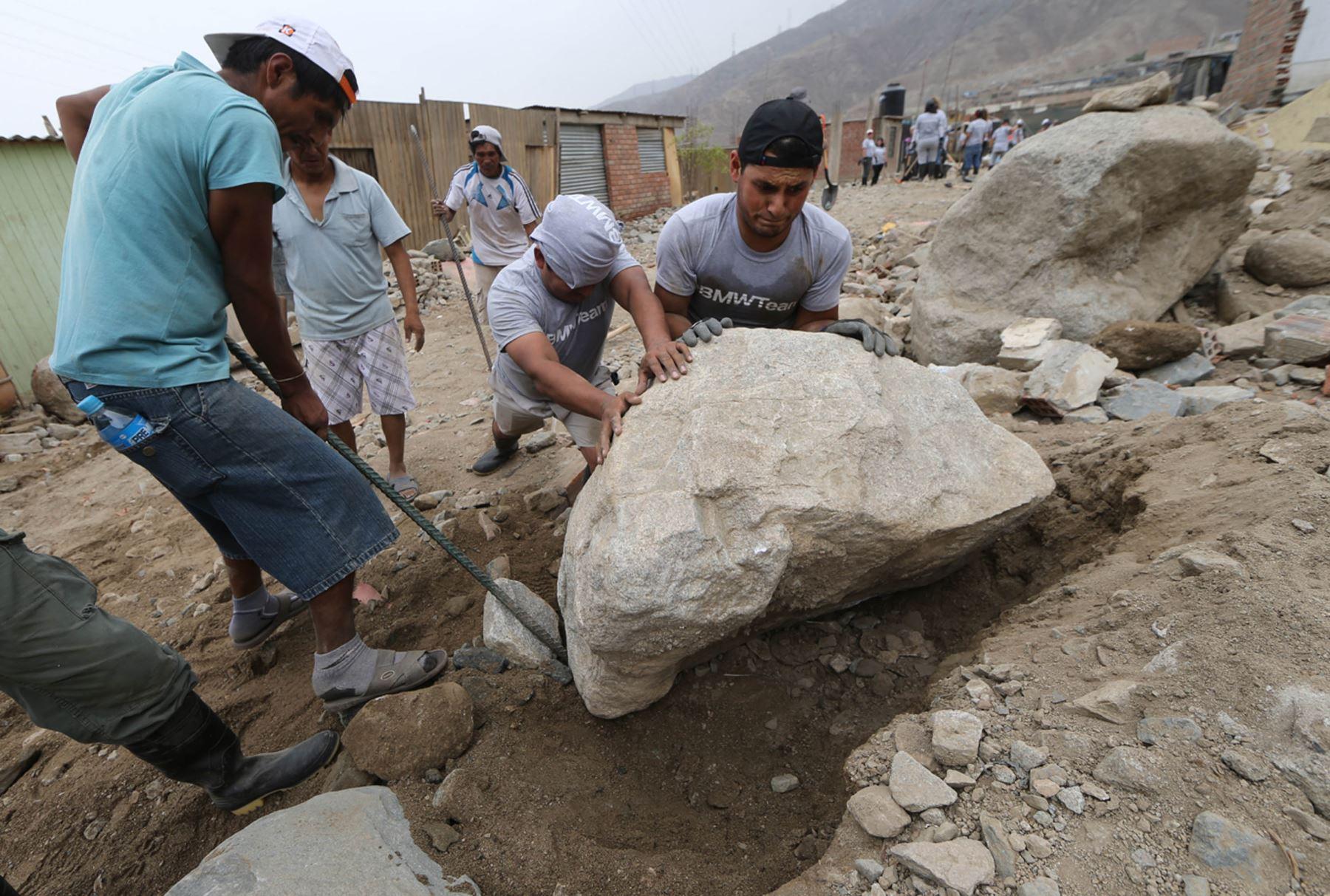 LIMA,PERÚ-MARZO 26. Trabajos de voluntarios  en el Vallecito de Ñaña  Foto: ANDINA/Norman Córdova