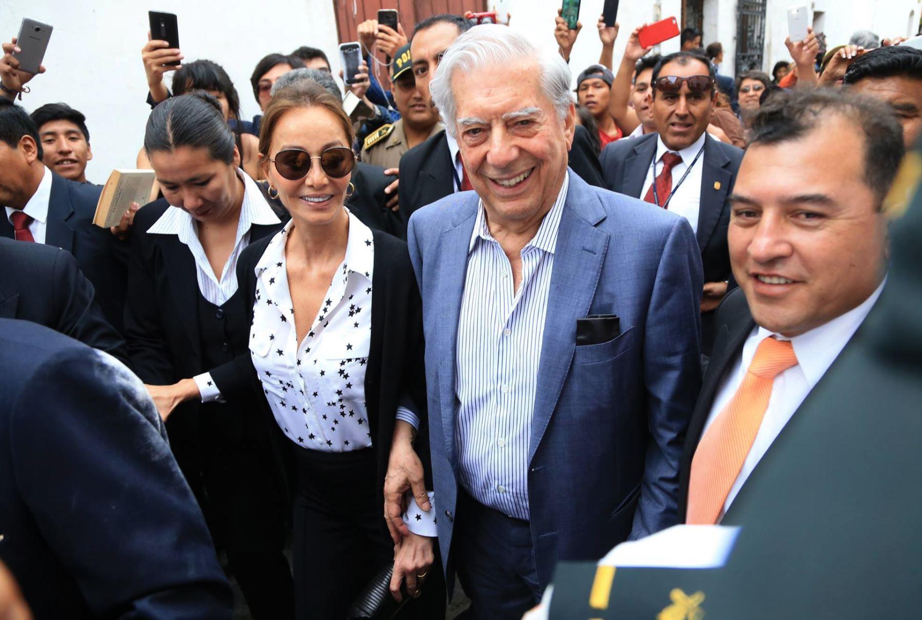 AREQUIPA, PERÚ-MARZO 28. Mario Vargas Llosa en ceremonia de entrega de libros a biblioteca que lleva su nombre, en Arequipa. Foto: ANDINA/Carlos Lezama.