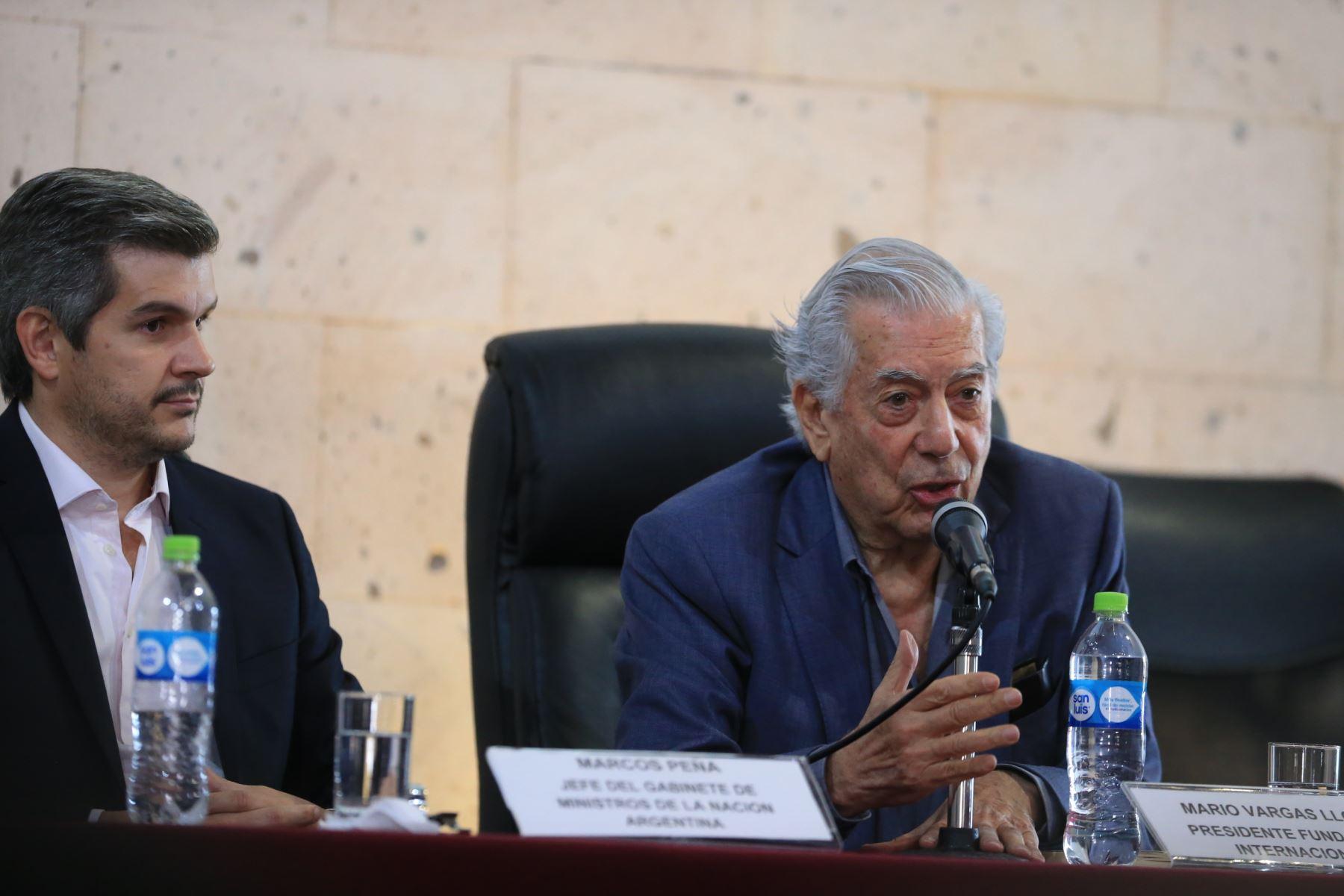 """El Premio Nobel de Literatura 2010 Mario Vargas Llosa, inaugura el Foro Internacional """"América Latina: Desafíos y Oportunidades"""", en Arequipa.Foto:ANDINA/Carlos Lezama"""