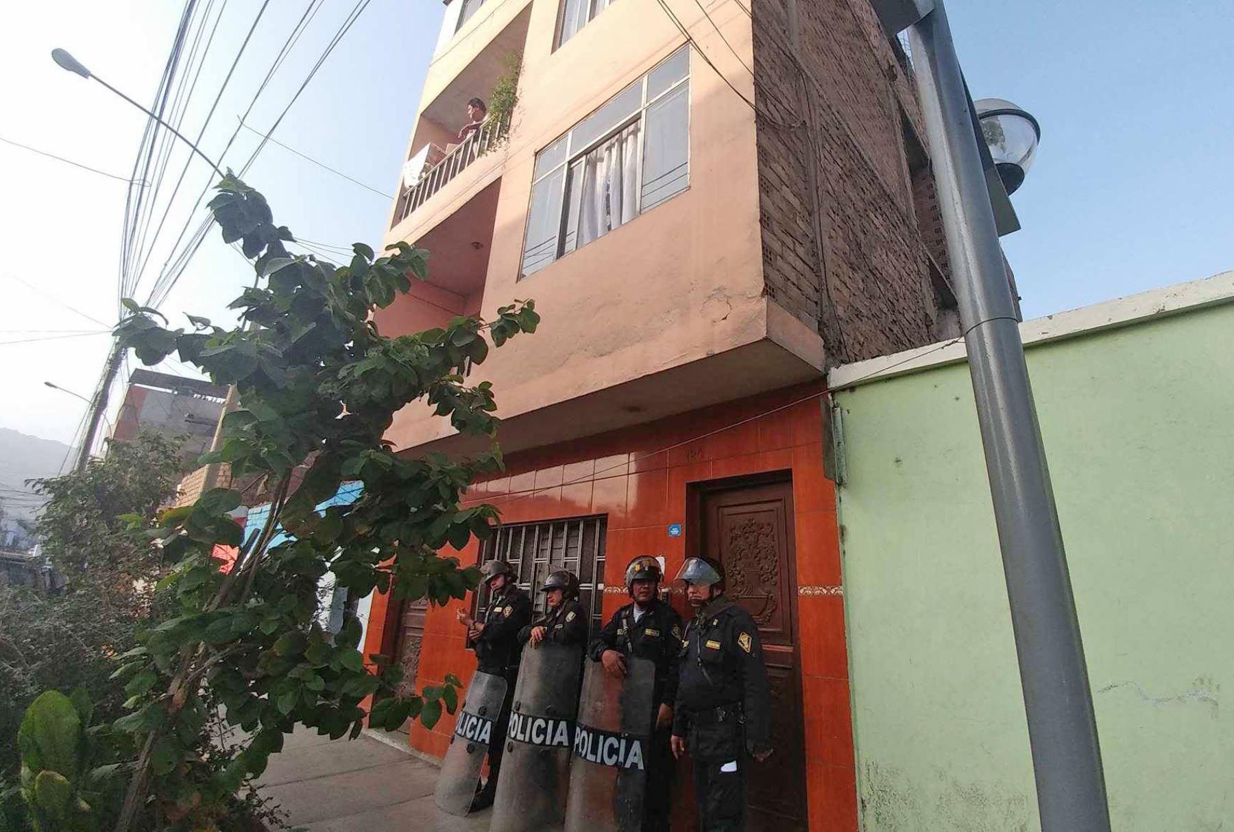 Allanan 11 viviendas y desarticulan banda que abastecía a extorsionadores. Foto:ANDINA/ Norman Cordova