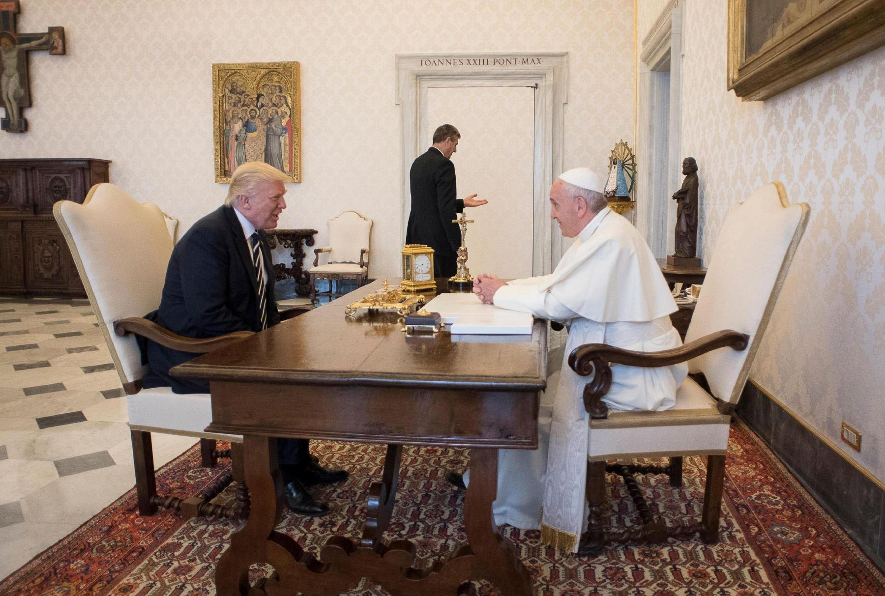 El presidente de Estados Unidos, Donald Trump,se reúne con el papa Francisco en el Vaticano. Foto: EFE