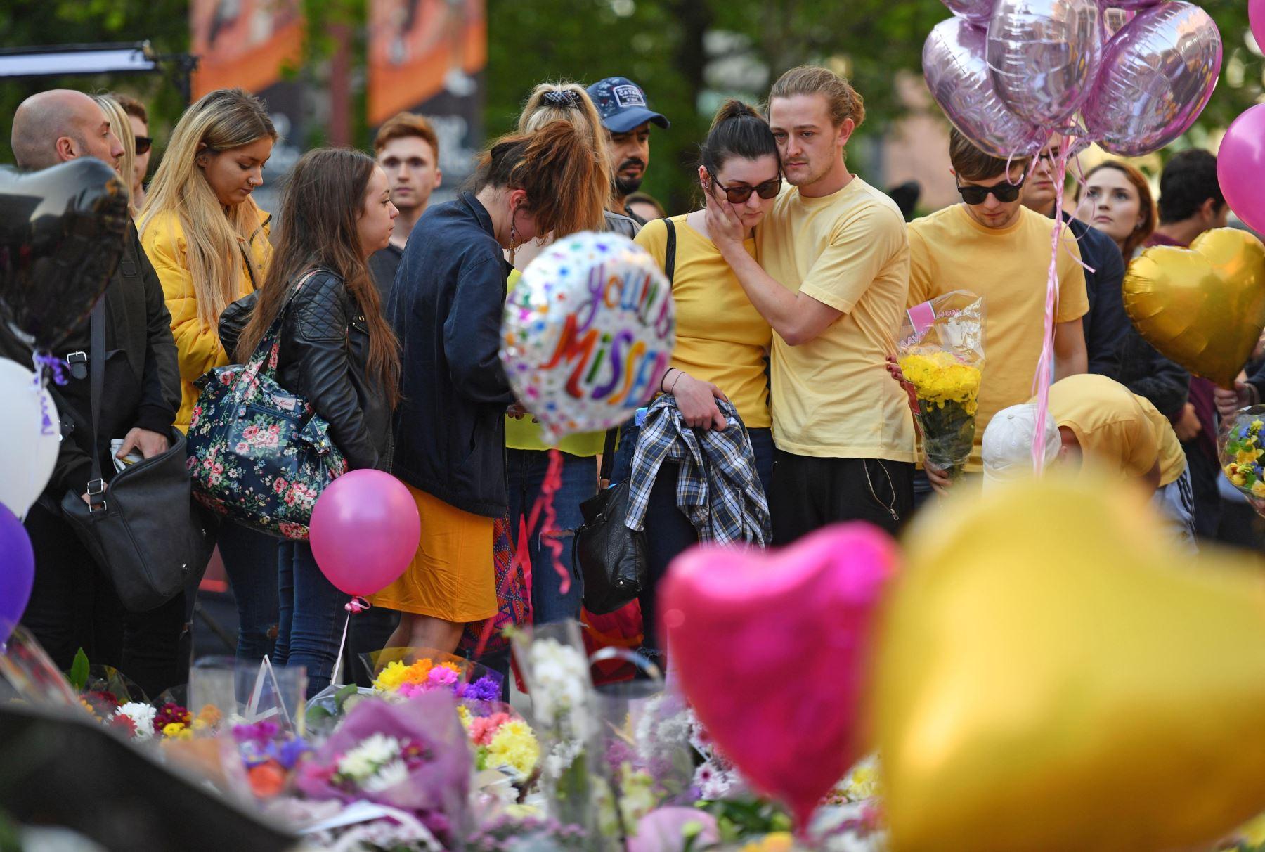 Homenaje a las víctimas del ataque terrorista en el Manchester Arena. Foto: AFP