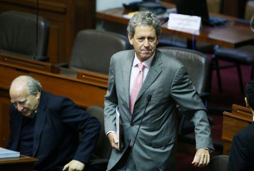 LIMA PERÚ, JUNIO 16. Ministro de Economia, Alfredo Thorne se presenta en el Congreso para explicar el audio con el Contralor de la República. Foto: ANDINA/Melina Mejía