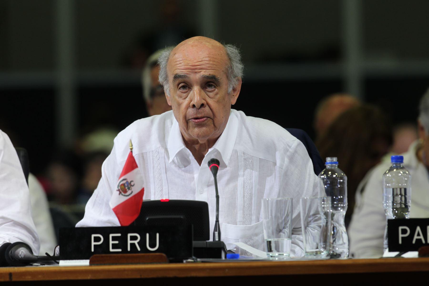 Canciller de Panamá viaja para cita de Grupo de Lima sobre Venezuela