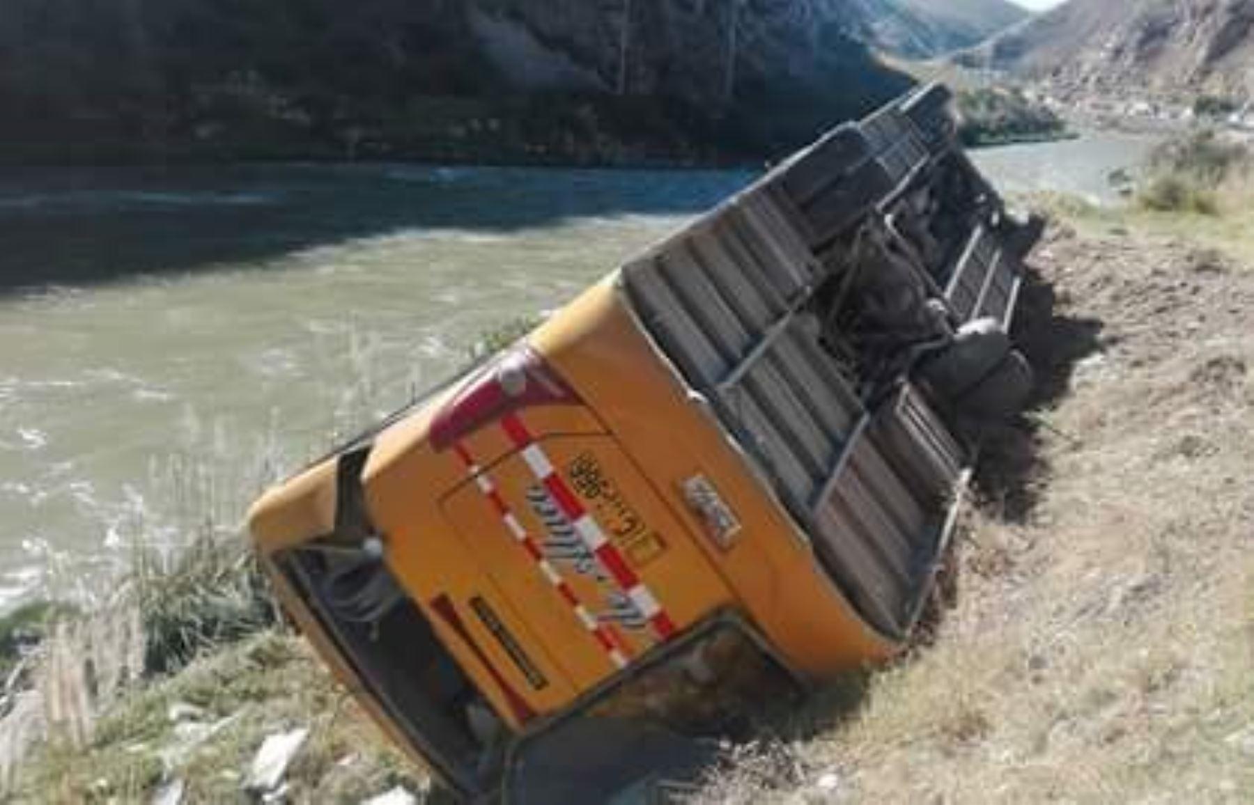 Carretera Central: vuelco de un bus interprovincial deja 20 heridos
