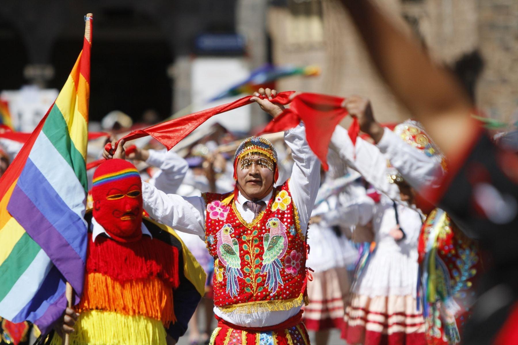 Con colorido y algarabía se desarrolla el desfile cívico en honor a Cusco. ANDINA/Percy Hurtado Santillán