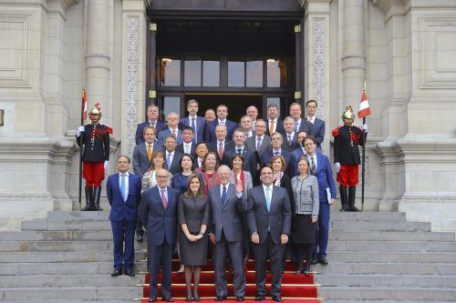 Mandatario Kuczynski sostiene reunión de trabajo con representantes de la OCDE en Palacio de Gobierno