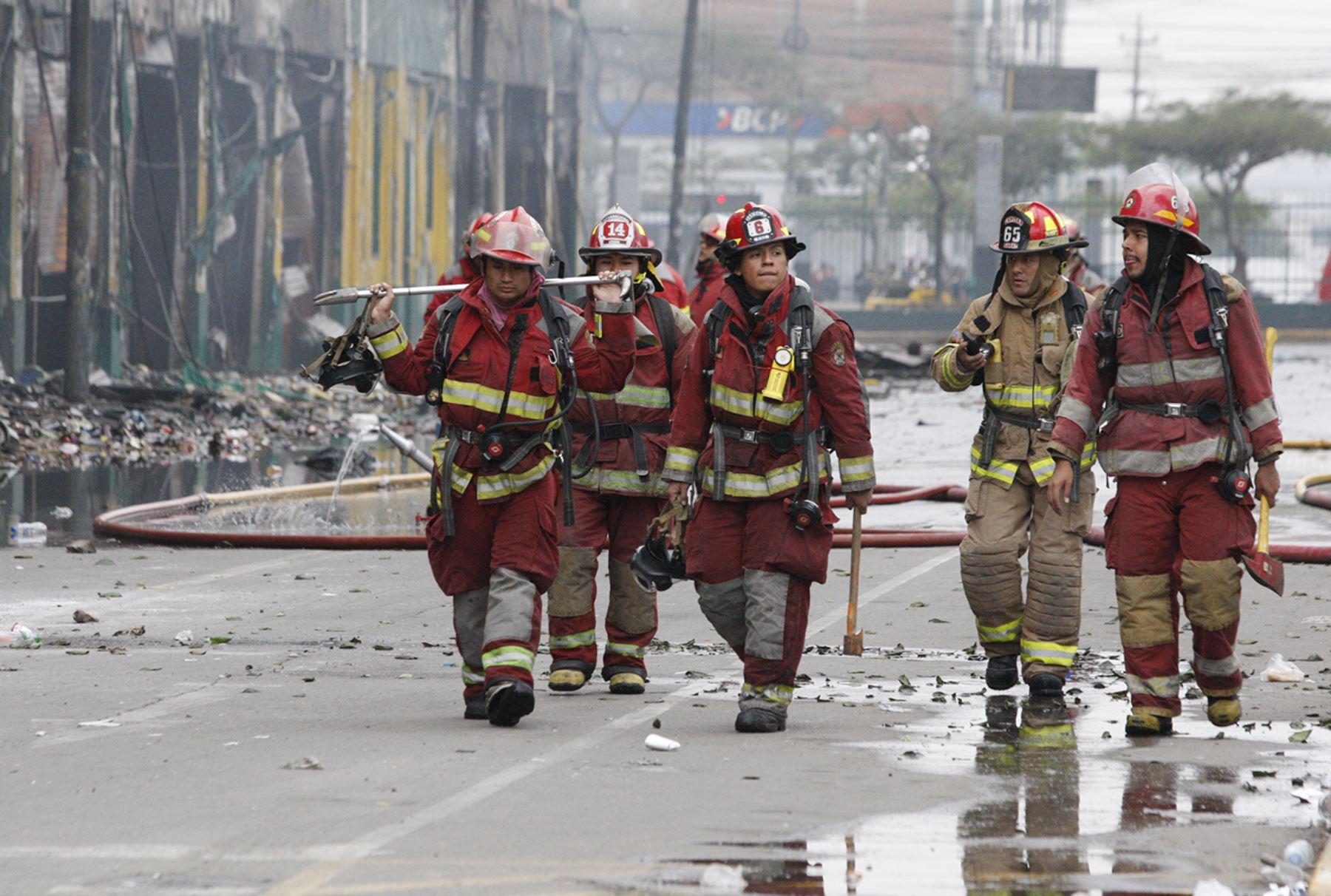 Resultado de imagen para Congreso: familiares de bomberos héroes recibirán una subvención