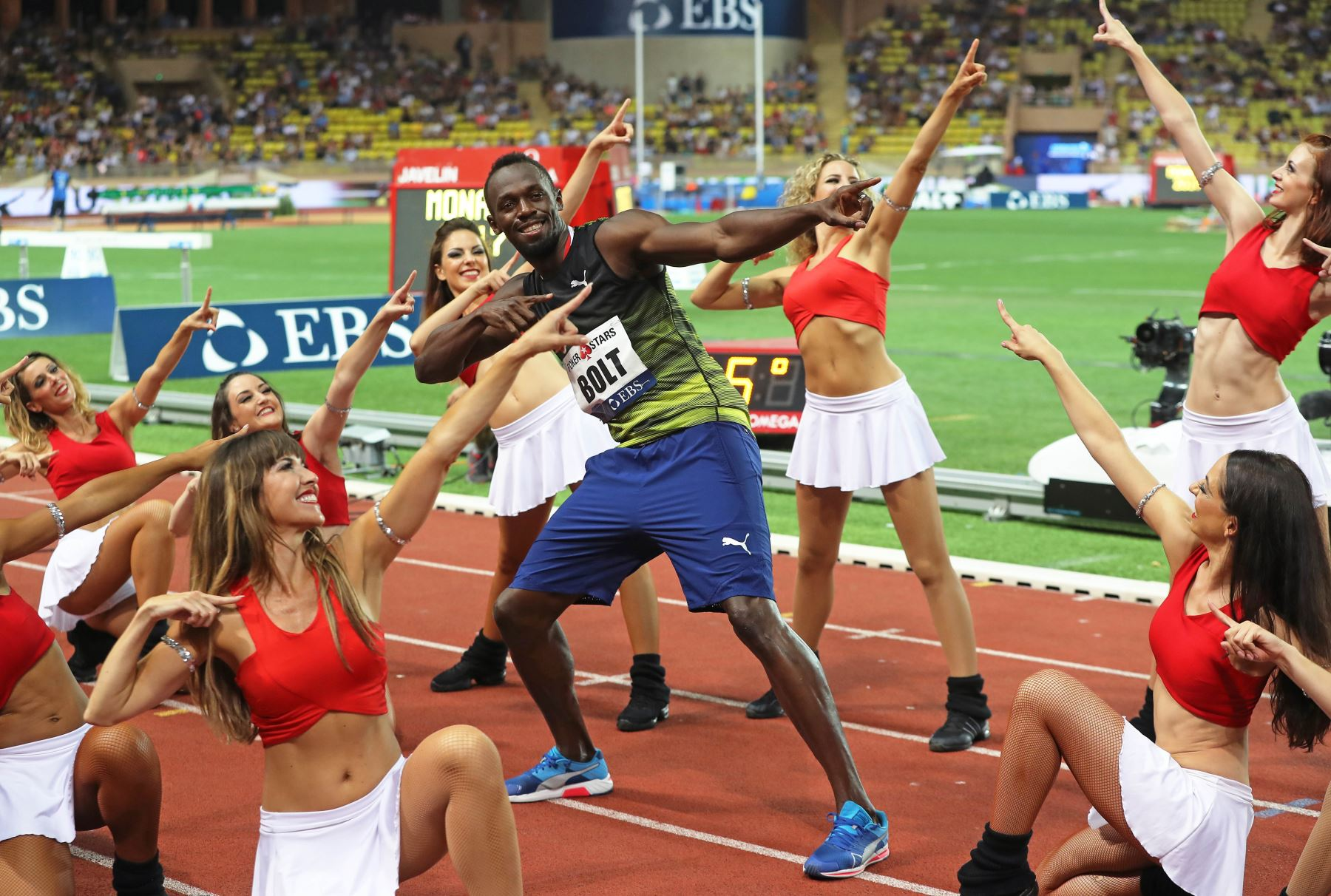 El jamaicano Usain Bolt, celebra en la reunión de atletismo en Mónaco. Foto: AFP