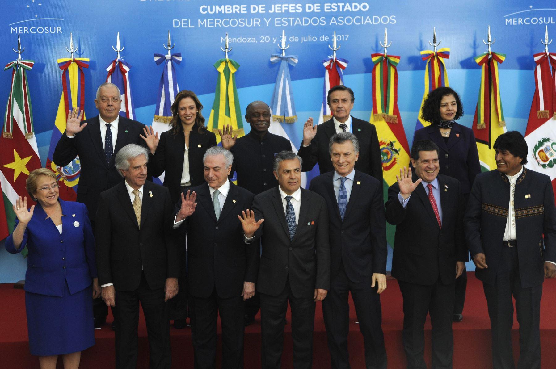 Foto oficial de la Cumbre del Mercosur en Mendoza, Buenos Aires Foto:AFP
