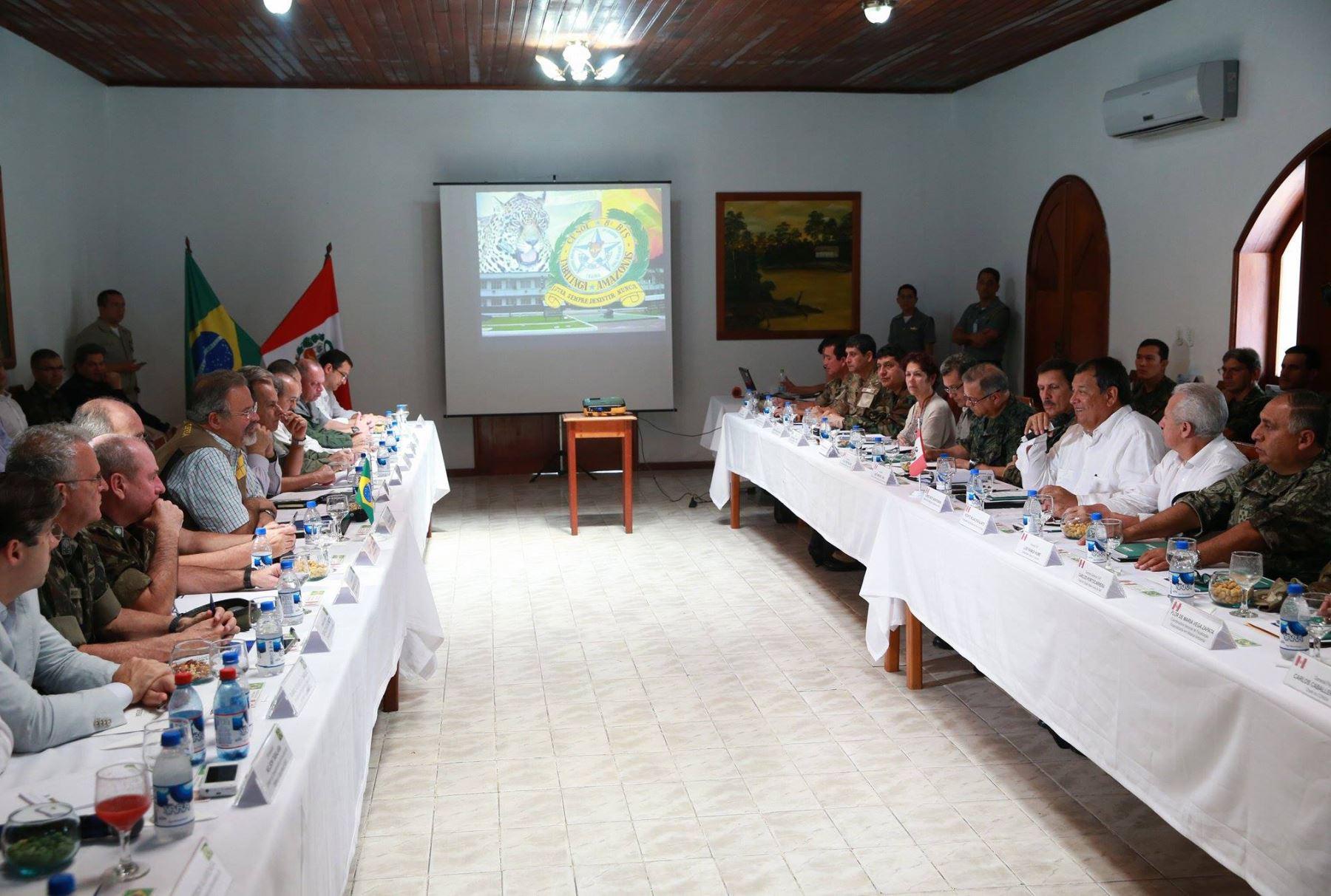 Ministros de defensa del per y brasil realizan for Ministros del peru
