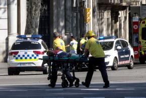 Una furgoneta atropelló a varias personas que paseaban por Las Ramblas, de Barcelona. Foto: EFE