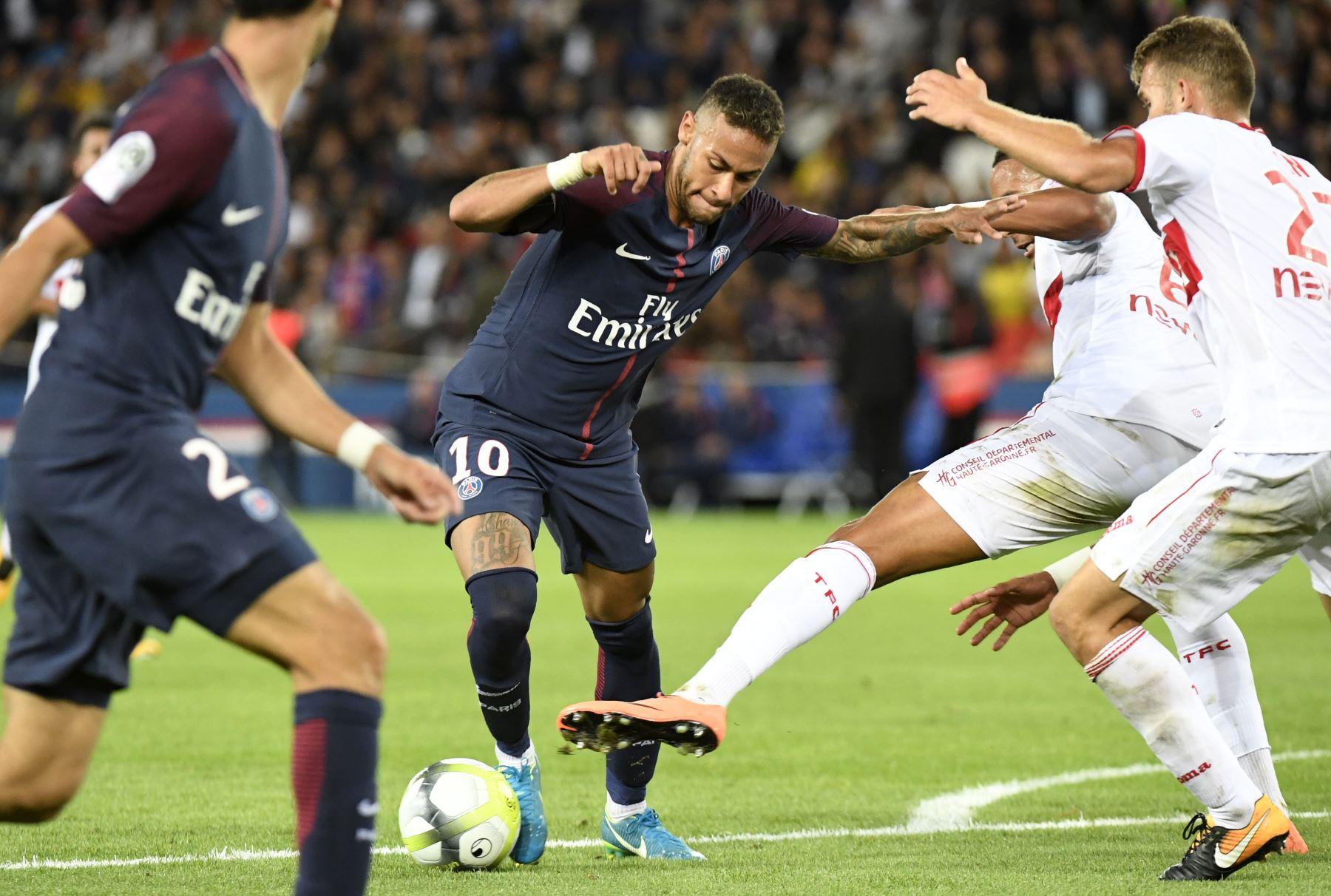 Neymar marca durante el partido de fútbol francés L1 Saint-Germain (PSG) vs Toulouse FC (TFC) en el Parc des Princes en París.Foto:AFP