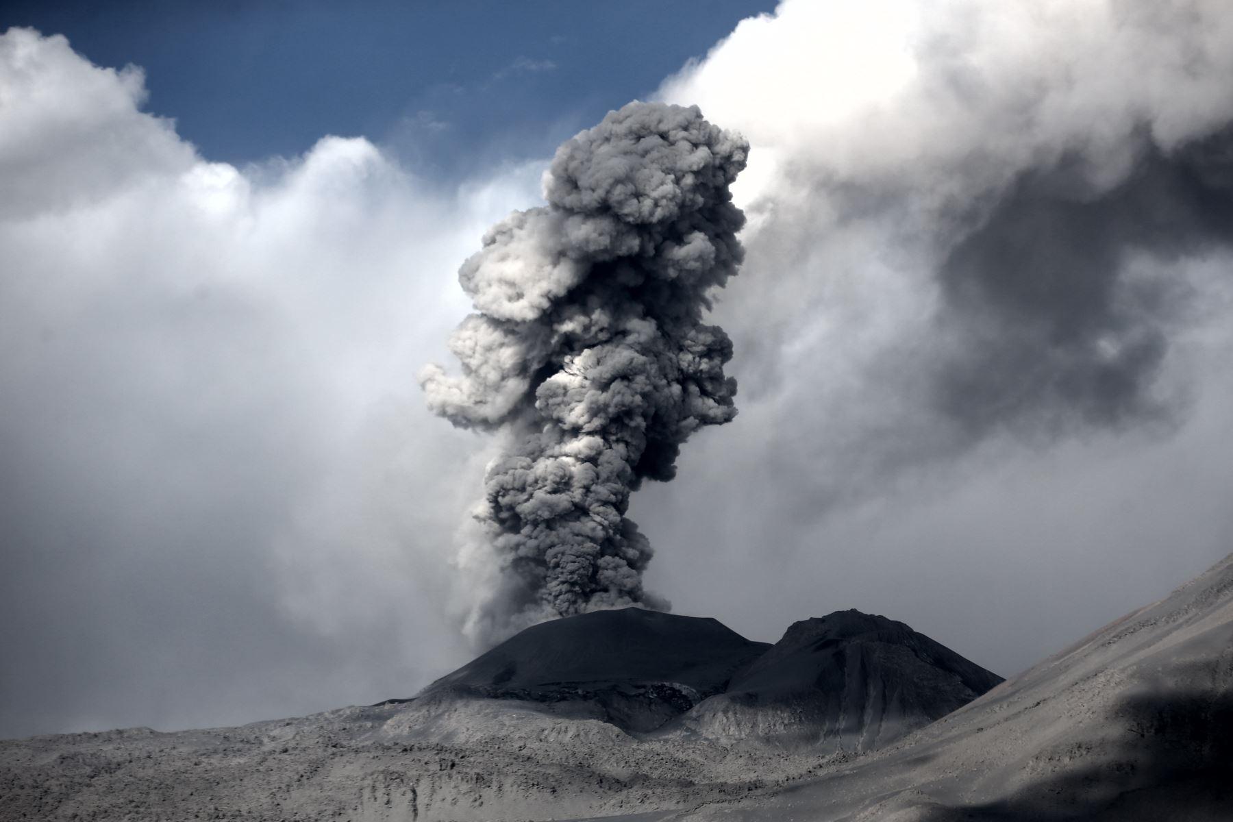 Volcán Sabancaya registra 44 explosiones por día