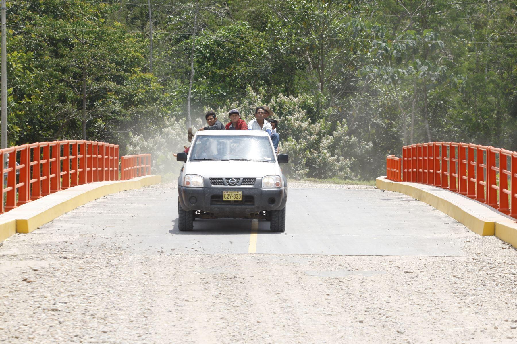 Resultado de imagen para PUENTE HUIPOCA: ESLABÓN COMERCIAL ENTRE UCAYALI Y EL MUNDO