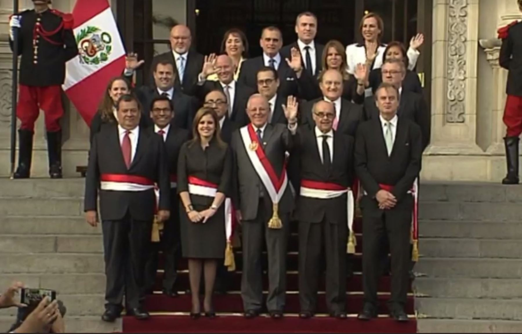 Estos son los integrantes del gabinete presidido por for Ministros del peru