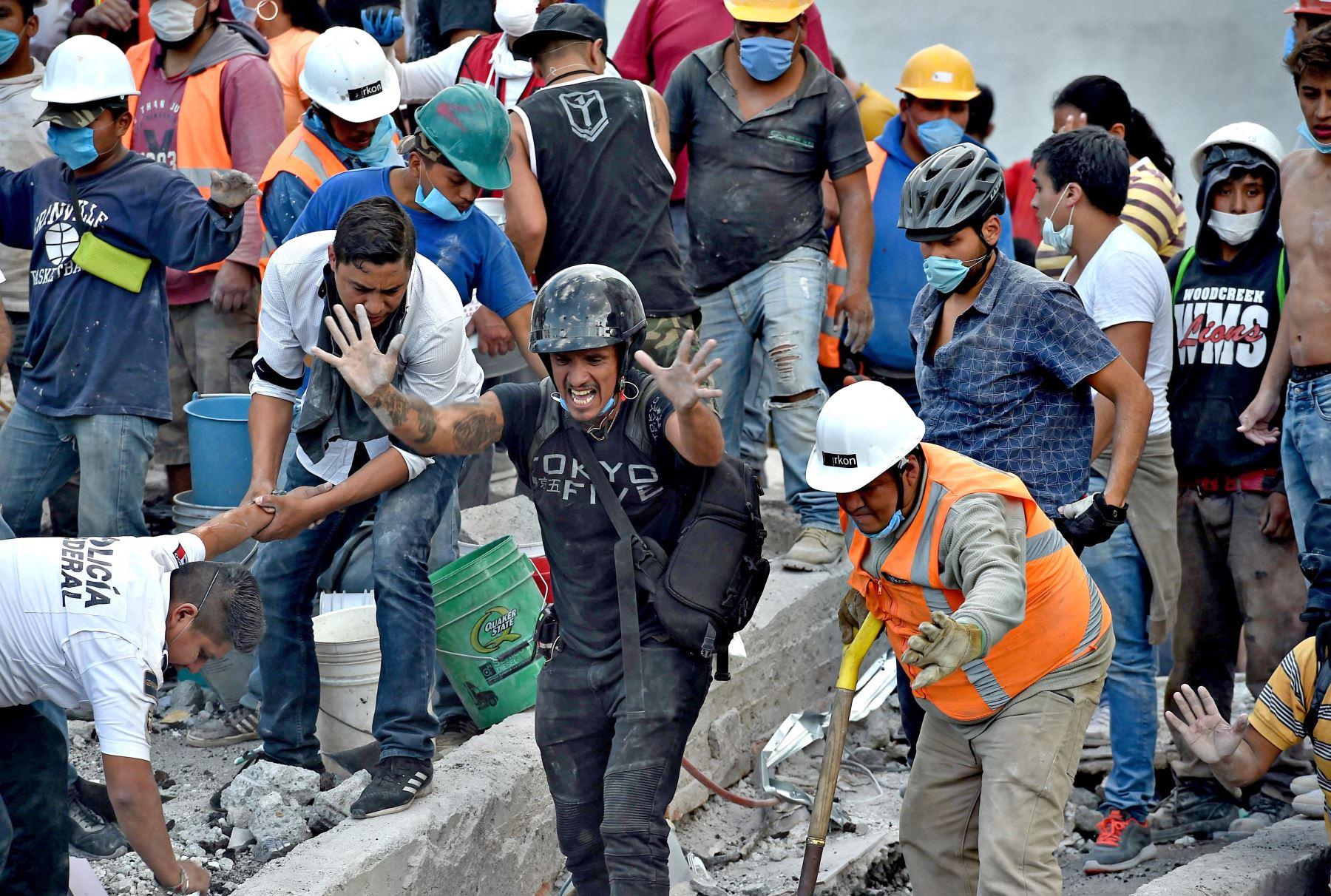 Búsqueda de sobrevivientes después de un terremoto de 7,1 grados en México. Foto: AFP