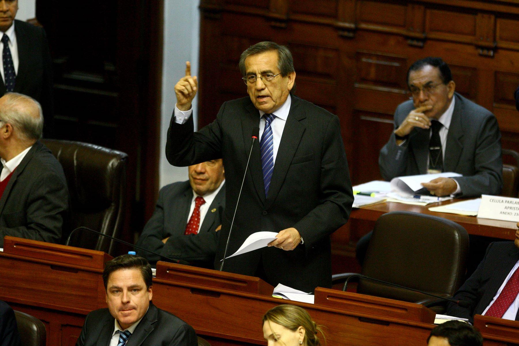 Premier Mercedes Aráoz se reunió con congresistas del Partido Aprista