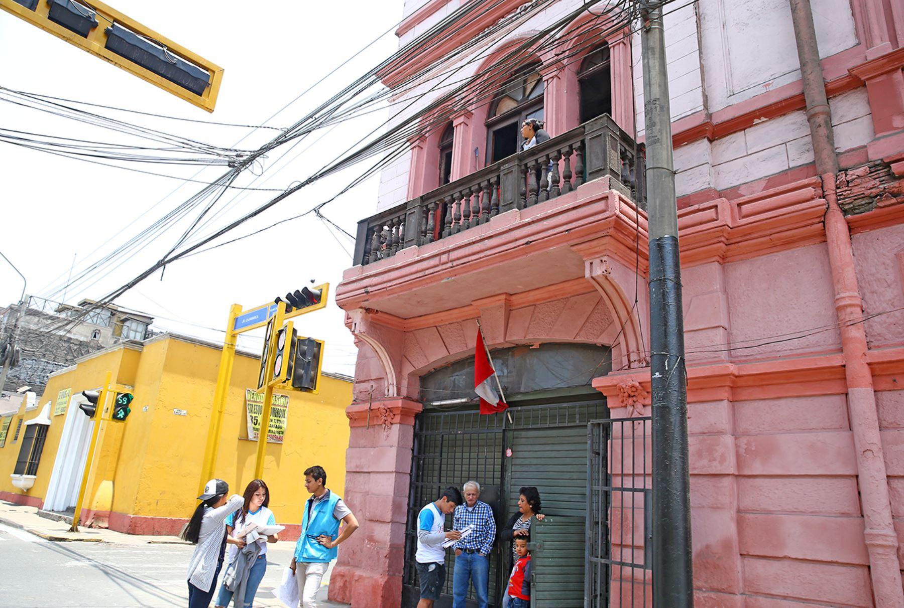 LIMA PERÚ, OCTUBRE 22. Empadronadores realizan su labor en el distrito del Rímac durante el Censo Nacional 2017. Foto: ANDINA/Melina Mejía