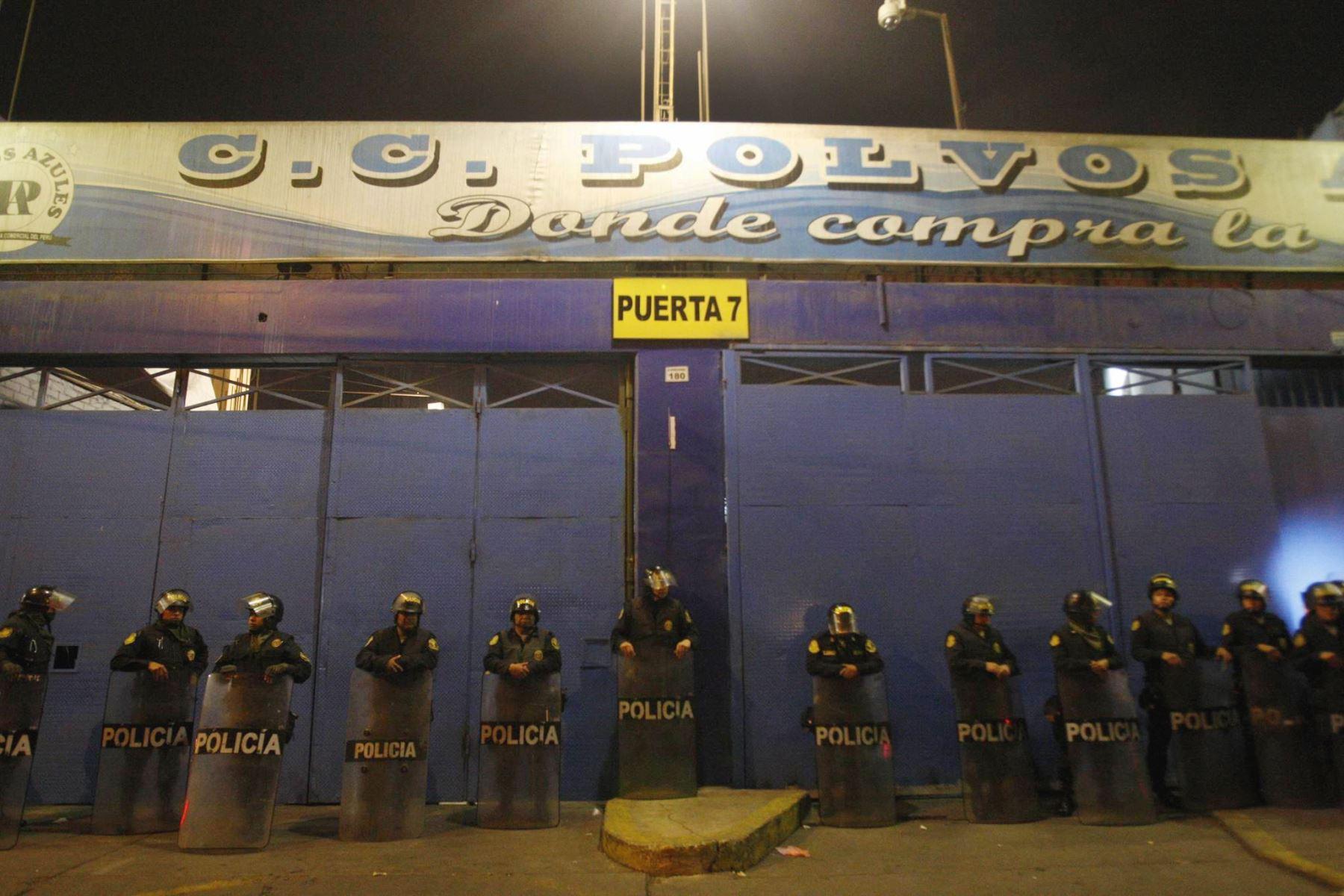 Comerciantes se enfrentan por administración de galería — Polvos Azules