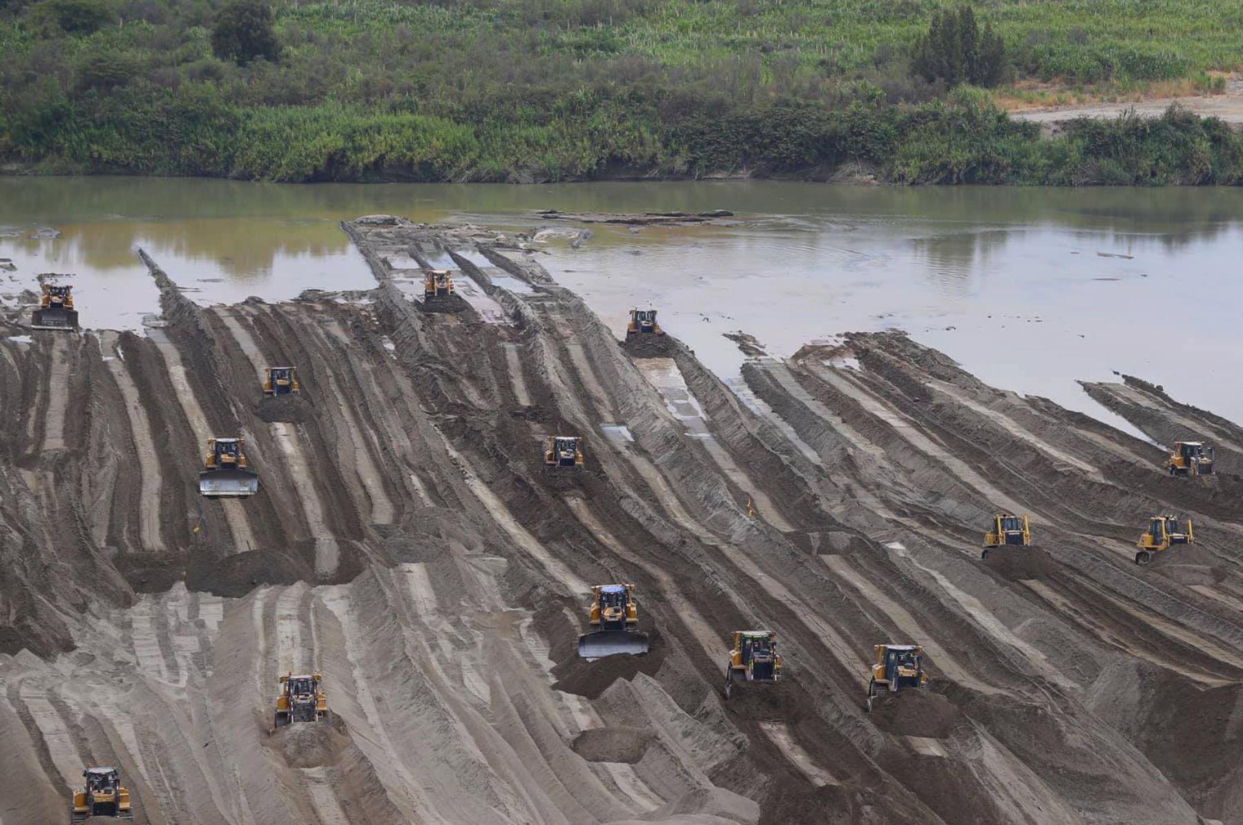Obras de limpieza de ríos en Piura generan 6000 empleos — Kuczynski