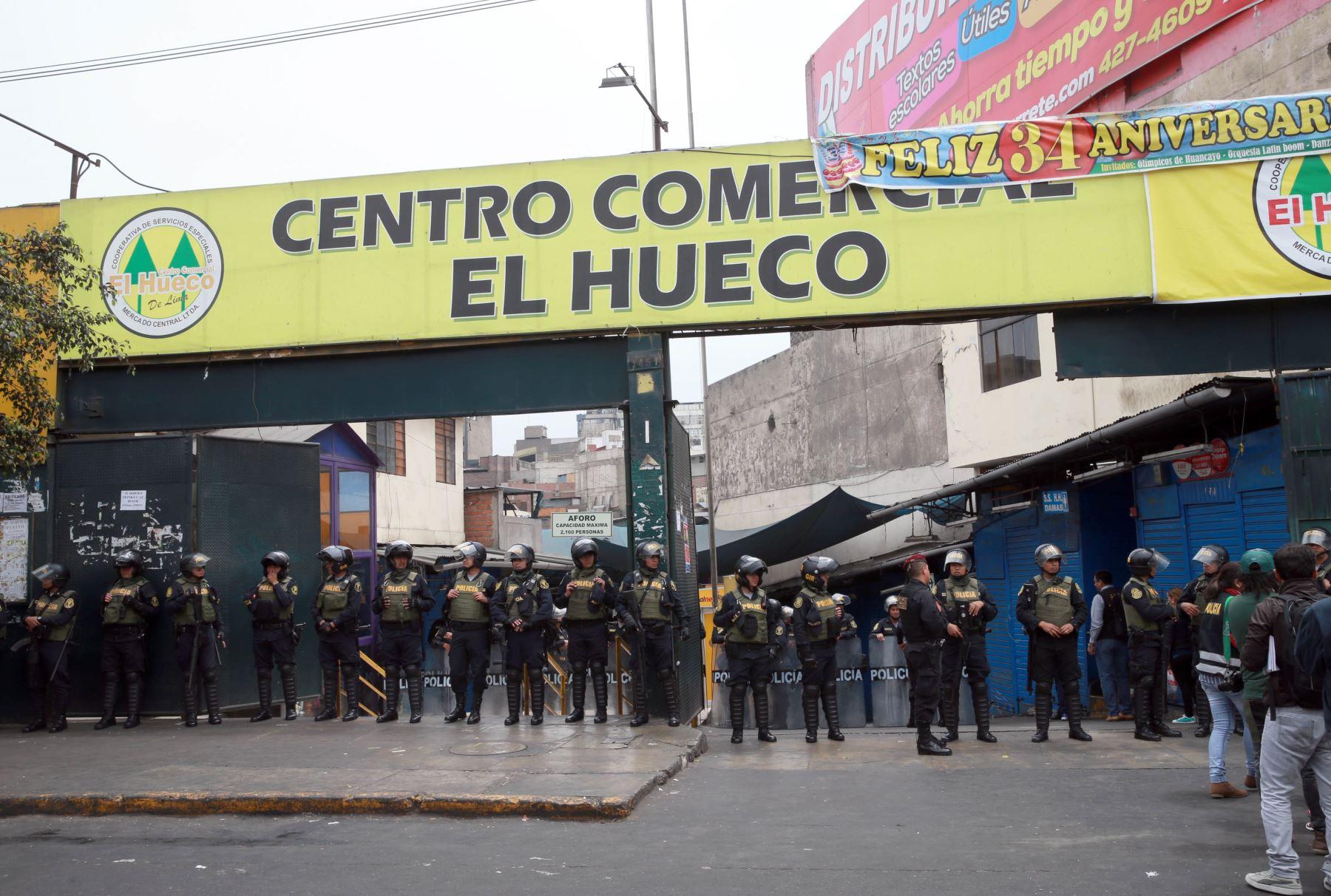 Policía ejecuta operativo contra la piratería — El Hueco