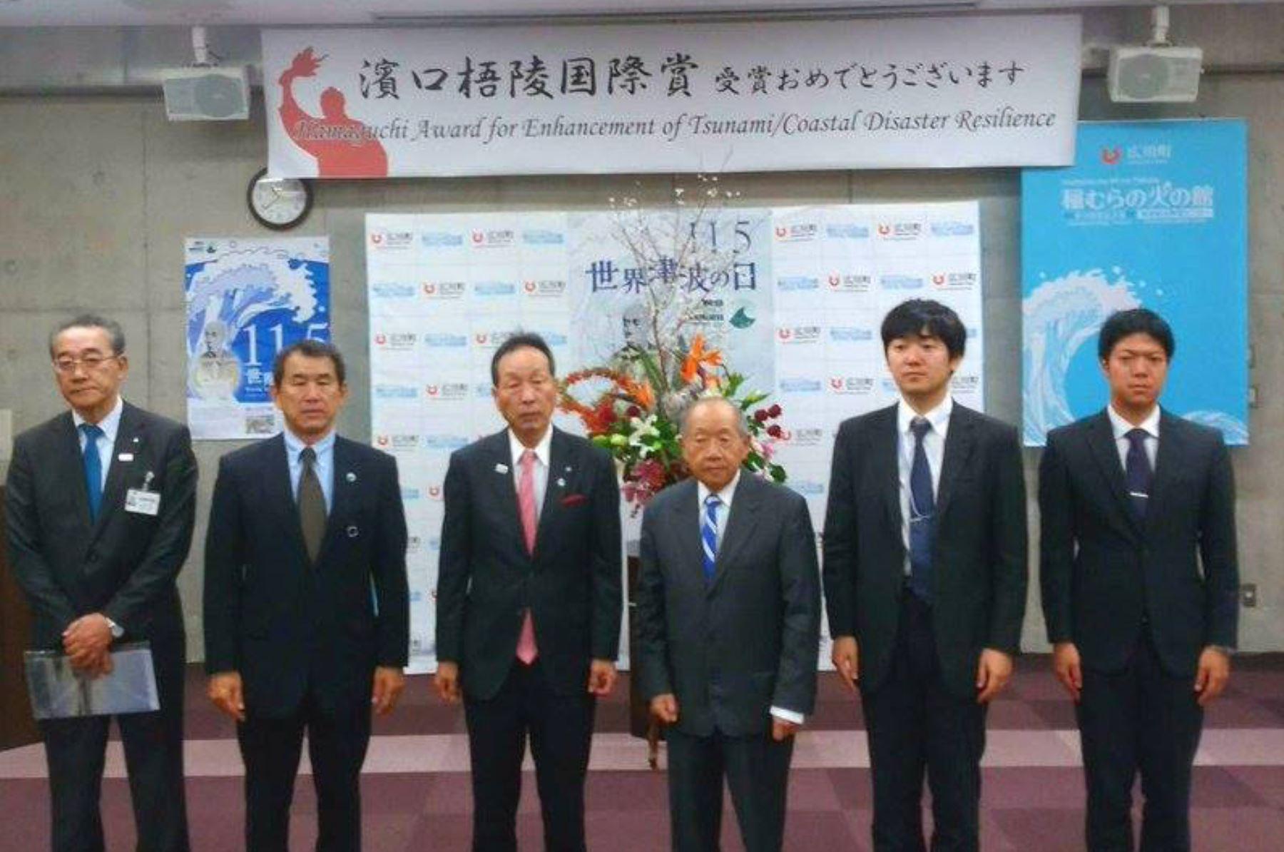 Resultado de imagen para Julio Kuroiwa es premiado en Japón por ayudar a proteger ciudades contra tsunamis