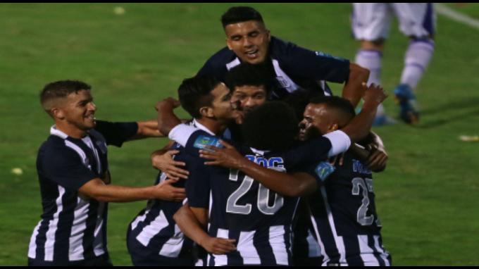 Alianza Lima derrotó 1-0 al Fénix de Uruguay en su presentación oficial