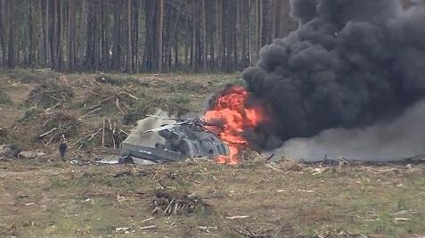 Momento exacto de la caída de un helicóptero militar en Rusia