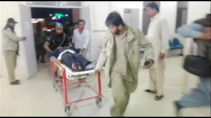 Pakistán: al menos 58 muertos deja ataque a escuela de policía