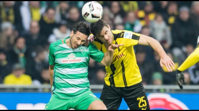 Werder Bremen con Claudio Pizarro perdió 2-1 ante el Borussia Dortmund